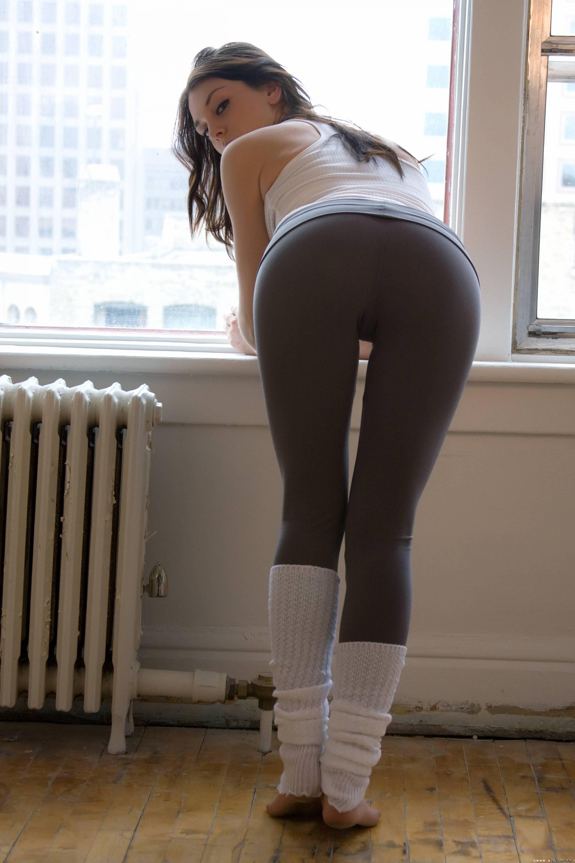 Через штаны видно стринги 17 фотография