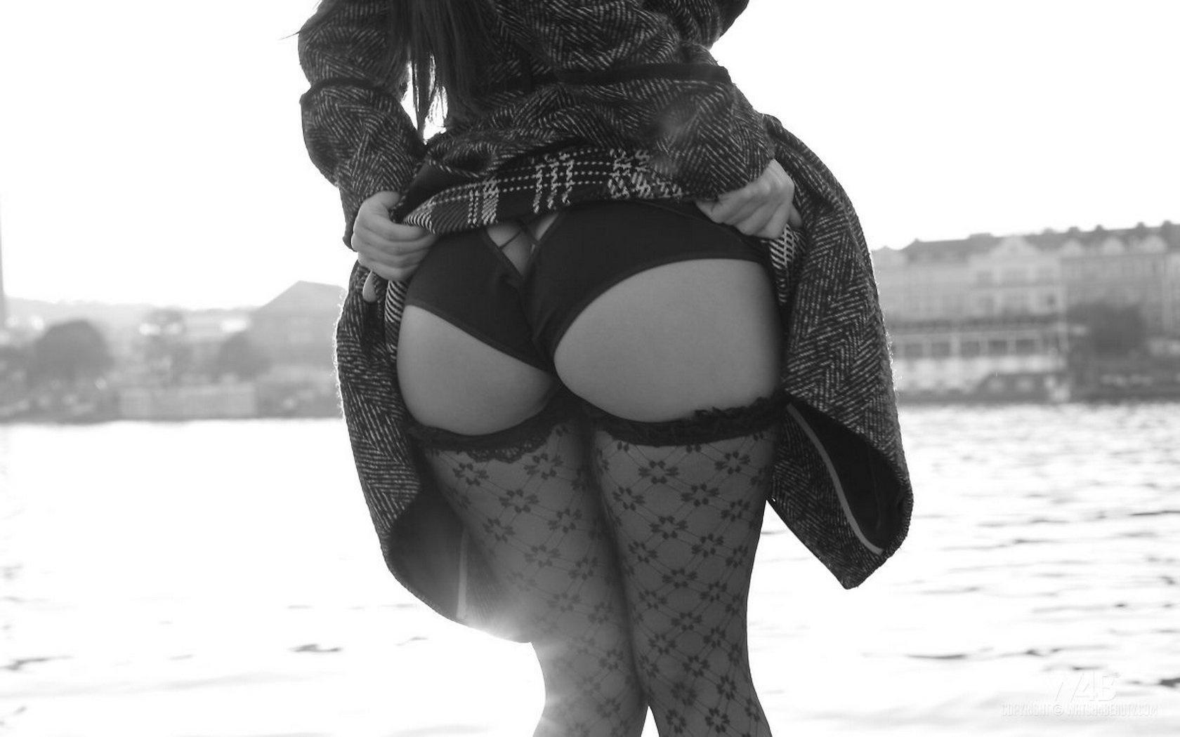 Фото сексуални девушки с чулки каблуки 1 фотография