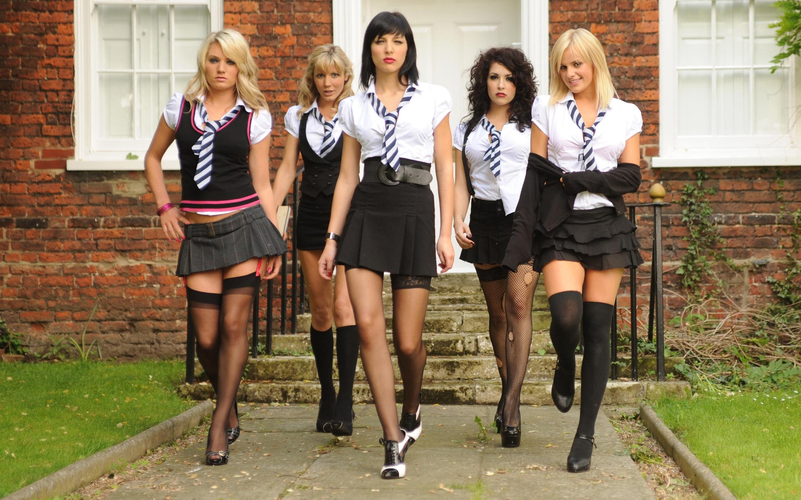 Студентки в коротком платье 12 фотография
