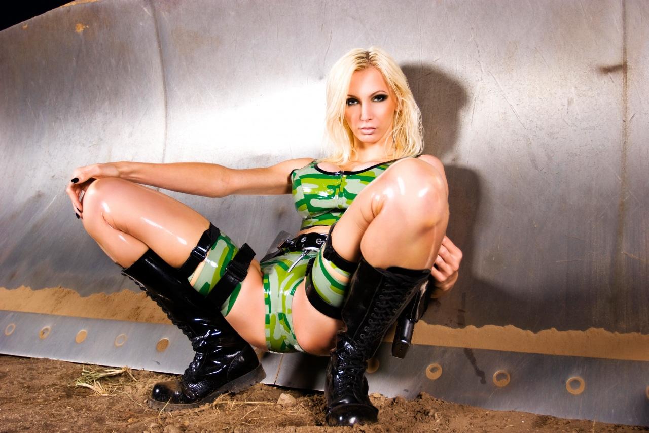 Фото сексуальные девушки в латексе 18 фотография